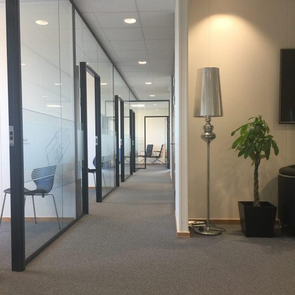 Frostet folie i kontorlandskap